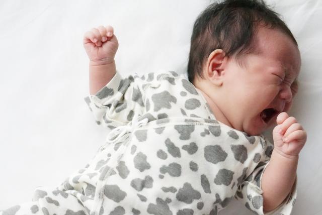 【赤ちゃんの夜泣き】いつからちょこちょこ泣かずに寝てくれる?